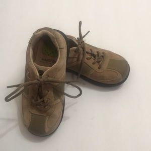 Stride rite tan leather/suede lace shoes 9.5W
